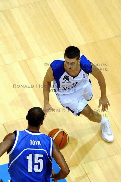 06-09-2006 BASKETBAL: NEDERLAND - SLOWAKIJE: GRONINGEN<br /> De basketballers hebben ook de tweede wedstrijd in de kwalificatiereeks voor het Europees kampioenschap in winst omgezet. In Groningen werd een overwinning geboekt op Slowakije: 71-63 / Jouke Pots<br /> &copy;2006-WWW.FOTOHOOGENDOORN.NL
