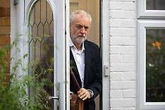 2019_09_30_Corbyn_Leaves_Home_TNI