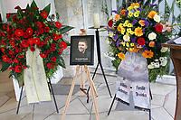 Fotball<br /> Foto: imago/Digitalsport<br /> NORWAY ONLY<br /> <br /> Ein Konterfei des verstorbenen Krzysztof Nowak (Polen / Wolfsburg) auf dem Wolfsburger Waldfriedhof hält Erinnerungen lebendig