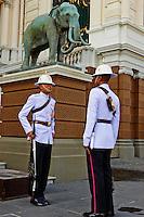 Thailande, Bangkok, gardiens au Palais Royal // Thailand, Bangkok, Guards at the Royal Palace