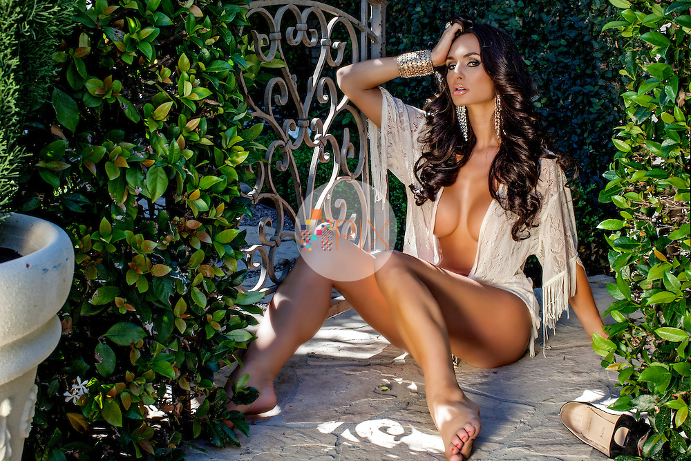 British bombshell Rosie Roff who has been featured by international editions of GQ, Maxim and FHM who recently voted her 'Instagram Model of 2016' and one of the '100 Sexiest Women in the World'.<br />