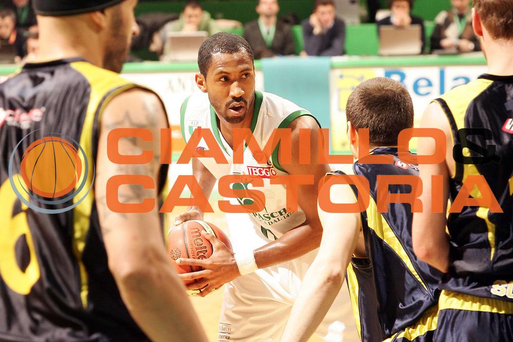 DESCRIZIONE : Siena Lega A1 2007-08 Montepaschi Siena Legea Scafati <br /> GIOCATORE : Bootsy Thornton <br /> SQUADRA : Montepaschi Siena <br /> EVENTO : Campionato Lega A1 2007-2008 <br /> GARA : Montepaschi Siena Legea Scafati <br /> DATA : 24/02/2008 <br /> CATEGORIA : Ritratto <br /> SPORT : Pallacanestro <br /> AUTORE : Agenzia Ciamillo-Castoria/P.Lazzeroni