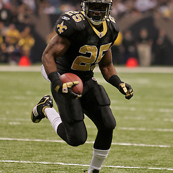 2009 November 02:  New Orleans Saints running back Reggie Bush (25) runs in for a touchdown during the second quarter against the Atlanta Falcons at the Louisiana Superdome in New Orleans, Louisiana.