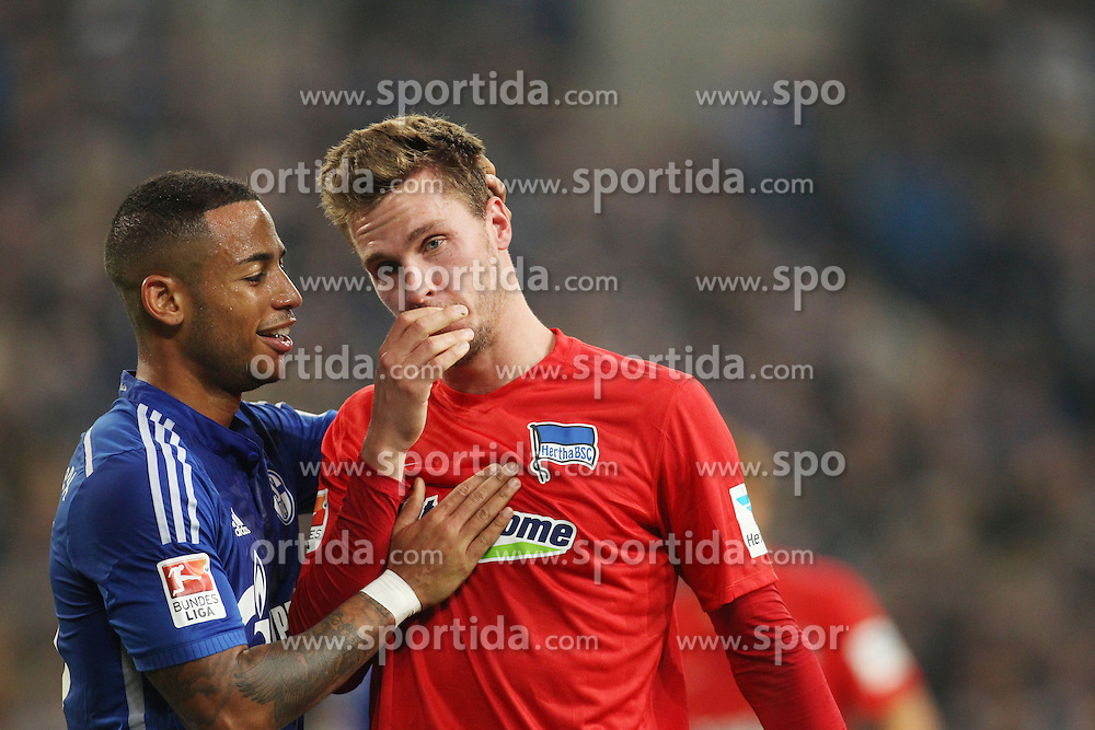 17.10.2015, Veltins Arena, Gelsenkirchen, GER, 1. FBL, Schalke 04 vs Hertha BSC, 9. Runde, im Bild Sebastian Langkamp (Hertha BSC #15) und Dennis Aogo (FC Schalke 04 #15) // during the German Bundesliga 9th round match between Schalke 04 and Hertha BSC at the Veltins Arena in Gelsenkirchen, Germany on 2015/10/17. EXPA Pictures &copy; 2015, PhotoCredit: EXPA/ Eibner-Pressefoto/ Sch&uuml;ler<br /> <br /> *****ATTENTION - OUT of GER*****