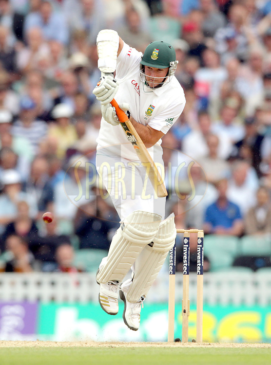 © Andrew Fosker / Seconds Left Images 2012 - South Africa's Graeme Smith (c) has to get off his toes to keep out a Stuart Broad short ball England v South Africa - 1st Investec Test Match -  Day 2 - The Oval  - London - 20/07/2012