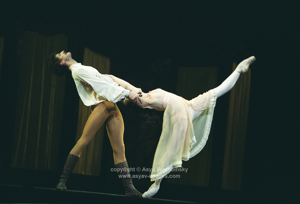 Tamara Rojo and Jonathan Cope in Sir Kenneth MacMillan's Mayerling.