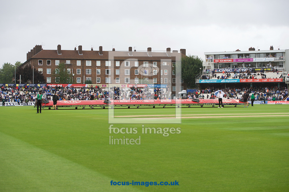 The covers come on as rain stops play during the 5th Investec Ashes Test Match match at the Kia Oval, London<br /> Picture by Alan Stanford/Focus Images Ltd +44 7915 056117<br /> 20/08/2015