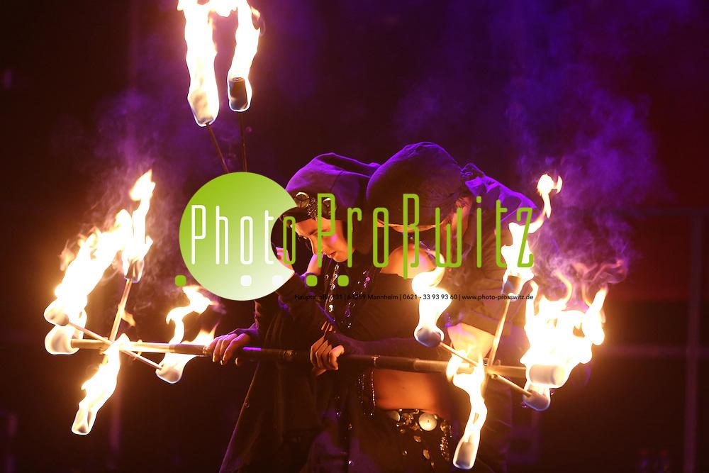 Mannheim. 16.08.14 Luisenpark. Parkfest<br /> - Feuershow auf der B&uuml;hne 1<br /> Bild: Markus Pro&szlig;witz 17AUG14 / masterpress