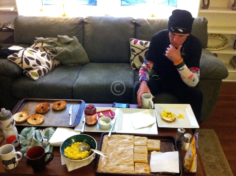 Gary Allen runs 700 miles from Maine to DC: breakfast in host house, Baltimore