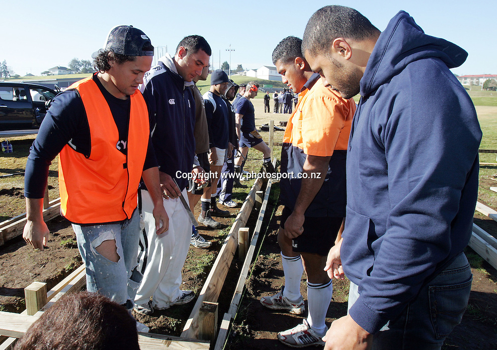 (L-R) Tasesa Lavea, Andrew Blowers, Saimone Taumoepeau and Sam Tuitupou help build a new deck out the front of their training facility at Unitec, Auckland, New Zealand on Monday 3 July, 2006. Photo: Hannah Johnston/PHOTOSPORT<br />