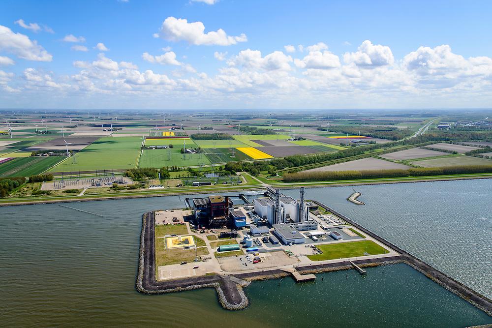 Nederland, Flevoland, Gemeente Lelystad, 07-05-2015. Maximacentrale (voorheen Flevocentrale) van Electrabel, op een eigen kunstmatig aangelegd eiland in het IJsselmeer. Bloembollenvelden met tulpen in de achtergrond. Twee nieuwe stoom- en gaseenheden (STEG) met aardgas als brandstof, relatief schoon en met hoog-rendement.<br /> Maxima power plant (formerly Flevocentrale) of Electrabel, on its own artificial island in the IJsselmeer. Two new steam and gas units (CCGT) with natural gas as fuel, relatively clean and high-efficiency (combined cycle units). <br /> luchtfoto (toeslag op standard tarieven);<br /> aerial photo (additional fee required);<br /> copyright foto/photo Siebe Swart