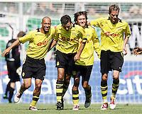 Fussball 1. Bundesliga Saison 2004/2005   2. Spieltag Borussia Moenchengladbach - Borussia Dortmund 2:3  14.8.04 Dortmunder Jubel: Leonrado DEDE, Niclas JENSEN, Tomas ROSICKY und Andre BERGDOLMO (v.l.) bejubeln das 1:1