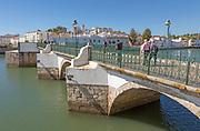 Ponte Romana de Tavira, Roman Bridge spanning the River Gilao, Rio Gilão, present structure dates from 1667, town of Tavira, Algarve, Portugal, Europe