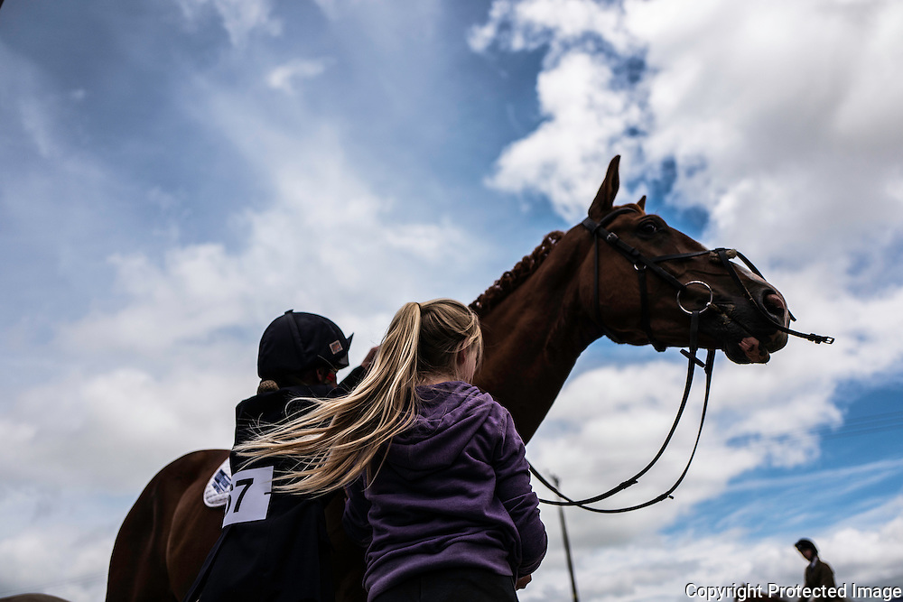 ISEC, Selkirk, Scottish Borders, UK. 16th July 2016. Four star eventer Emily Galbraith takes plaits out of her four year old youngster after completing a dressage test at the Ian Stark Equestrian Centre near Selkirk in the Scottish Borders.