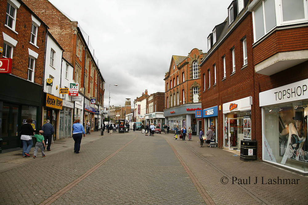 The centre of the the northamptonshire town of Kettering is slowly seeing more and more empty shop units despite calls frothe Borough Council to help with the easing of buisness rates and car park charges