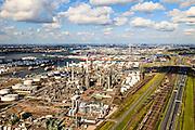 Nederland, Zuid-Holland, Gemeente Rotterdam, 15-07-2012; Botlek, aardolieraffinaderij en aromatenfabriek van ExxonMobil (Esso). In de achtergrond Shell Pernis, rechts de sporen van de Betuweroute en de A15..Petroleum refinery and aromatics plant ExxonMobil (Esso).  .luchtfoto (toeslag), aerial photo (additional fee required).foto/photo Siebe Swart.