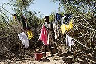 Zimbabwe, Sympathy Doro, Piger vasker tøj i Save floden