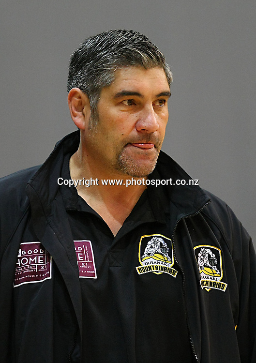Mountainairs head coach Daryn Shaw in the 2014 Bartercard National Basketball League, Sharks v Mountainairs, ILT Stadium Southland, Invercargill, New Zealand, Sunday, June 01, 2014. Photo: Dianne Manson / www.photosport.co.nz