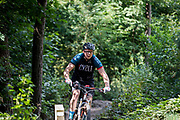 In Austerlitz rijden mountainbikers over het speciaal aangelegde parcours. Op de Utrechtse Heuvelrug mag alleen op de speciale routes gemountainbiket worden.<br /> <br /> In Austerlitz mountainbikers ride at the single track in the woods.