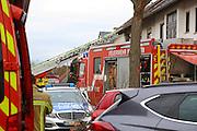 Mannheim. 23.02.17   BILD- ID 049  <br /> Schönau. Brand im Mehrfamilienhaus. Bei dem Brand in einem Vierfamilienhaus am Donnerstagnachmittag auf der Schönau ist ein geschätzter Schaden von rund 300 000 Euro entstanden. Das Feuer war im ersten Obergeschoss ausgebrochen und hatte auf das Dachgeschoss übergegriffen, teilte die Polizei mit. Die Bewohner konnten das Haus im Ludwig-Neischwander-Weg rechtzeitig verlassen. Verletzt wurde bei dem Brand niemand. Die Feuerwehr brachte den Brand unter Kontrolle. Die Brandursache ist noch nicht bekannt.<br /> Bild: Markus Prosswitz 23FEB17 / masterpress (Bild ist honorarpflichtig - No Model Release!)