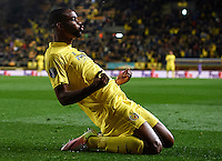 VILLARREAL, SPAIN - APRIL 07:  Cedric Bakambu of Villarreal celebrates scoring his team's first goal during the UEFA Europa League Quarter Final first leg match between Villarreal CF and Sparta Prague at El Madrigal on April 7, 2016 in Villarreal, Spain.  (Photo by Manuel Queimadelos Alonso/Getty Images)