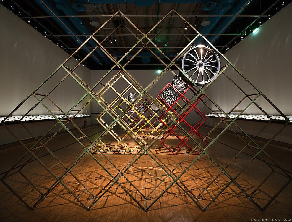 Cyprien GAILLARD : Ur, Prix Marcel Duchamp 2010, Centre Pompidou, Paris, du 21 septembre 2011 au 9 janvier 2012 (exposition personnelle). Photo : Martin Argyroglo