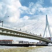 Nederland Rotterdam 20 februari 2006 20060220 Foto: David Rozing ..Binnenvaart op de Maas. Binnenvaartschip vaart onder de Erasmusbrug door met op de achtergrond Kop van Zuid..Foto David Rozing
