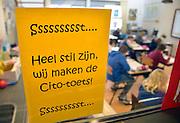 Nederland, Ubbergen, 7-2-2013.Een leerling van groep 8 van een basisschool in Nijmegen maakt de cito toets..Foto: Flip Franssen/Hollandse Hoogte