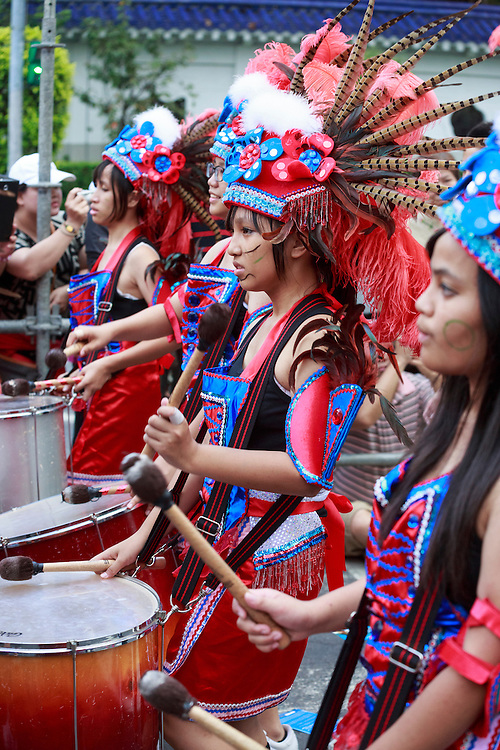 Elementary school drummers in the Dream Parade, Taipei
