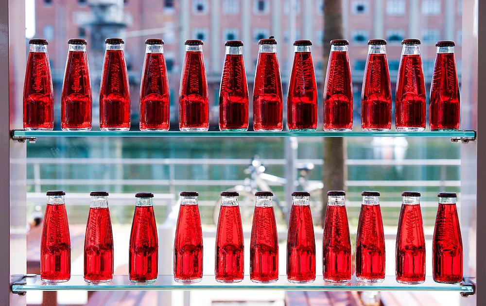 Duitsland, Duisburg, 20 juli 2010.Flesjes in een cafe, kroeg...Foto (c) Michiel Wijnbergh..