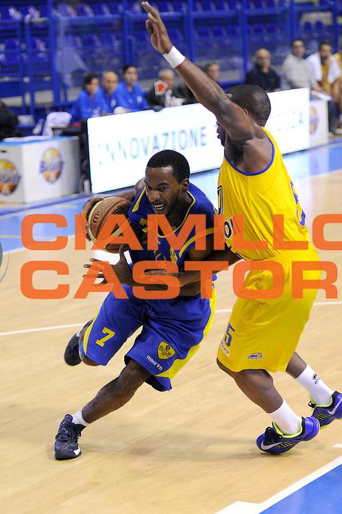 DESCRIZIONE : Porto San Giorgio Precampionato 2013-2014 Torneo Di Porto San Giorgio Sutor Montegranaro Vanoli Cremona<br /> GIOCATORE : Josh Mayo<br /> CATEGORIA : palleggio penetrazione<br /> SQUADRA : Sutor Montegranaro<br /> EVENTO : Precampionato Lega A1 2013-2014<br /> GARA : Sutor Montegranaro Vanoli Cremona<br /> DATA : 05/10/2013<br /> SPORT : Pallacanestro<br /> AUTORE : Agenzia Ciamillo-Castoria/C. De Massis<br /> Galleria : Lega Basket A1 2013-2014<br /> Fotonotizia : Porto San Giorgio Precampionato 2013-2014 Torneo Di Porto San Giorgio Sutor Montegranaro Vanoli Cremona<br /> Predefinita :
