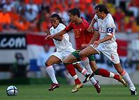 Fotball<br /> Euro 2004<br /> Portugal<br /> 30. juni 2004<br /> Foto: Dppi/Digitalsport<br /> NORWAY ONLY<br /> Semifinale<br /> Portugal v Nederland 2-1<br /> CRISTIANO RONALDO (POR) / EDGAR DAVIDS / PHILLIP COCU (NET)