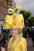 Mrs. Edward Claridge. Royal Ascot Race meeting Ascot at York. Tuesday 14 June 2005. ONE TIME USE ONLY - DO NOT ARCHIVE  © Copyright Photograph by Dafydd Jones 66 Stockwell Park Rd. London SW9 0DA Tel 020 7733 0108 www.dafjones.com