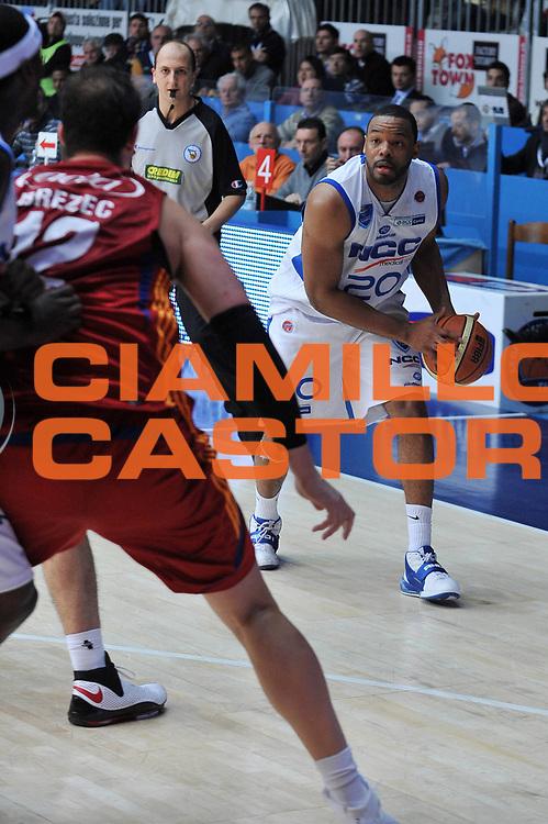 DESCRIZIONE : Cantu Lega A1 2008-09 NGC Cantu Lottomatica Virtus Roma<br /> GIOCATORE : B.J. Elder<br /> SQUADRA : NGC Cantu<br /> EVENTO : Campionato Lega A1 2008-2009<br /> GARA : NGC Cantu Lottomatica Virtus Roma<br /> DATA : 18/01/2009<br /> CATEGORIA : Palleggio<br /> SPORT : Pallacanestro<br /> AUTORE : Agenzia Ciamillo-Castoria/A.Dealberto