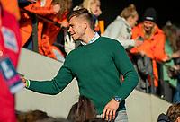 AMSTELVEEN - De geblesseerde Sander de Wijn   voor de tweede  Olympische kwalificatiewedstrijd hockey mannen ,  Nederland-Pakistan (6-1). Oranje plaatst zich voor de Olympische Spelen 2020.  COPYRIGHT KOEN SUYK