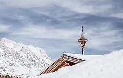 THEMENBILD - ein Glockenturm auf einem schneebedeckten Dach umgeben von Bergen, aufgenommen am 16. Februar 2019 in Maria Alm, Oesterreich // a bell tower on a snow-covered roof surrounded by mountains, in Maria Alm, Austria on 2019/02/16. EXPA Pictures © 2019, PhotoCredit: EXPA/Stefanie Oberhauser