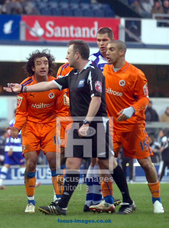 London - Saturday January 31st, 2009: Reading player argue with the ref during the Coca Cola Championship match at Loftus Road, London. (Pic by Focus Images)