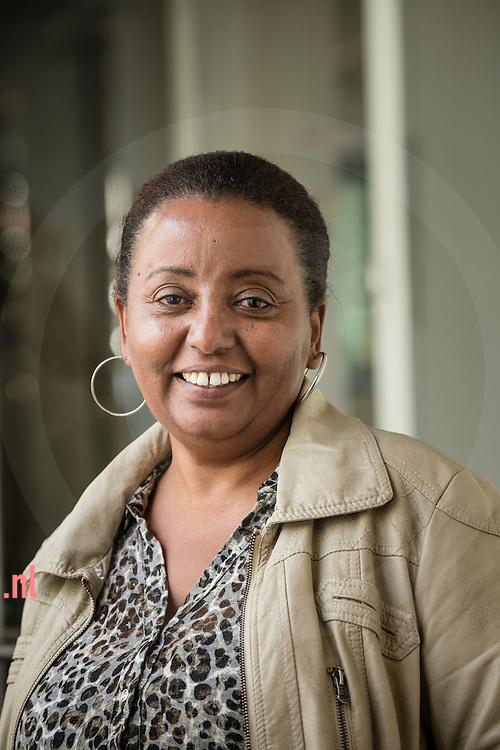 The Netherlands, Nederland hengelo 25sept2015 mevr. Ayal Gebre - vluchtelingen krijgen een opleiding tot tolk vertaler bij TVCN (tolk en vertaal centrum nederland