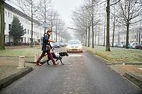 Amsterdam, 30 december 2016 - <br /> Leroy de Bock is blind en heeft een blindengeleidehond.<br /> Foto: Phil Nijhuis