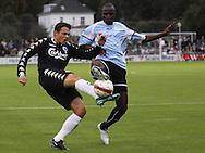 FODBOLD: Libor Sionko (FCK) kæmper med Nelson Costa (Helsingør) under kampen i Ekstra Bladet Cup mellem Elite 3000 Helsingør og FC København den 23. september 2009 på Helsingør Stadion. Foto: Claus Birch