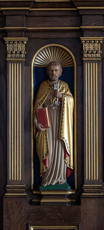 Small statue of Saint Peter church of Saint Peter and Saint Paul, Aldeburgh, Suffolk, England, UK