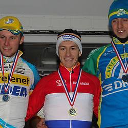 Nederlands Kampioenschap veldrijden Gasselte elite podium met kampioen Lars van der Haar, Corne van Kessel en Thijs van Amerongen