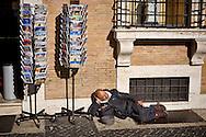 Roma 24 Novembre 2015<br /> Senza fissa dimora chiede l'elemosina in via della  Conciliazione vicino al Vaticano<br /> Rome 24 November 2015<br /> Homeless beggar at Via della Conciliazione near Vatican