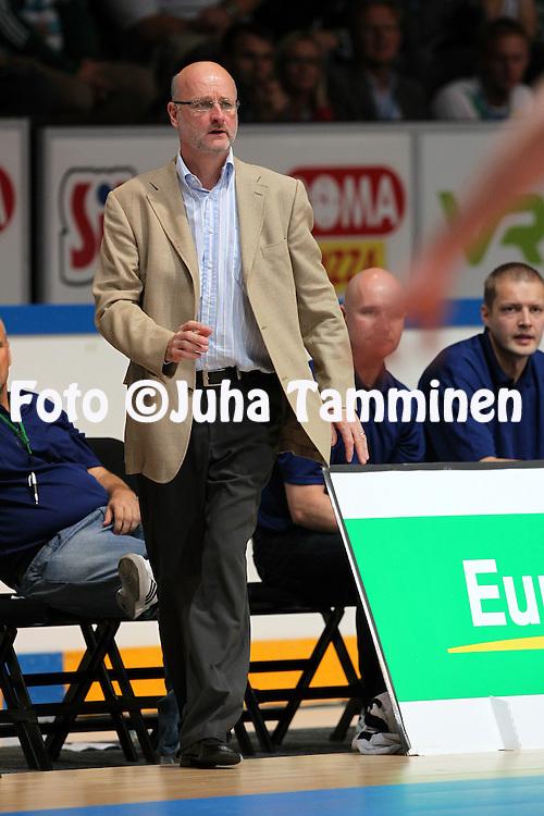15.8.2010, J??halli, Helsinki, Finland..Koripallon EM-karsintaottelu Suomi - Portugali / EuroBasket 2012, Division A, Finland v Portugal..Coach Henrik Dettmann - Finland..
