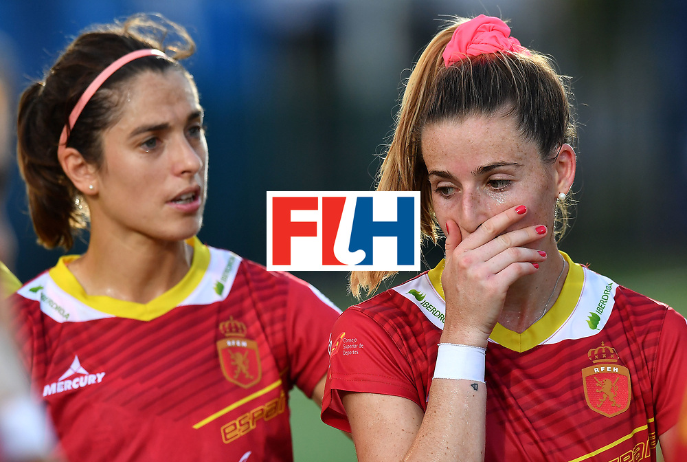 BRUSSELS, BELGIUM - JUNE 21: A dejected Berta Bonastre (R) after the end of the game following the FINTRO Women's Hockey World League Semi-Final Pool B match between New Zealand and Spain on June 21, 2017 in Brussels, Belgium. (Photo by Charles McQuillan/Getty Images for FIH)