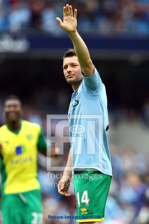 Picture by Paul Chesterton/Focus Images Ltd +44 7904 640267.Wes Hoolahan of Norwich acknowledges the traveling support at the end of the Barclays Premier League match at The Etihad Stadium, Manchester.