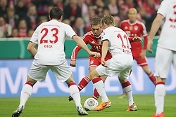 16.04.2014, Allianz Arena, Muenchen, GER, DFB Pokal, FC Bayern Muenchen vs 1. FC Kaiserslautern, Halbfinale, im Bild l-r: im Zweikampf, Aktion, mit Florian Dick #23 (1. FC Kaiserslautern), Philipp Lahm #21 (FC Bayern Muenchen) und Ruben Jenssen #11 (1. FC Kaiserslautern) // during the DFB Pokal Halffinal match between FC Bayern Munich vs 1. FC Kaiserslautern at the Allianz Arena in Muenchen, Germany on 2014/04/16. EXPA Pictures © 2014, PhotoCredit: EXPA/ Eibner-Pressefoto/ Kolbert<br /> <br /> *****ATTENTION - OUT of GER*****
