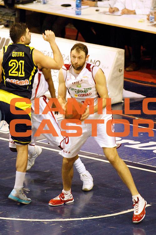 DESCRIZIONE : Pistoia Lega A2 2012-13 Giorgio Tesi Group Pistoia Sigma Barcellona<br /> GIOCATORE : Galanda Giacomo<br /> SQUADRA : Giorgio Tesi Group Pistoia<br /> EVENTO : Campionato Lega A2 2012-2013<br /> GARA : Giorgio Tesi Group Pistoia Sigma Barcellona<br /> DATA : 14/04/2013<br /> CATEGORIA : Penetrazione<br /> SPORT : Pallacanestro<br /> AUTORE : Agenzia Ciamillo-Castoria/Stefano D'Errico<br /> Galleria : Lega Basket A2 2012-2013 <br /> Fotonotizia : Pistoia Lega A2 2012-2013 Giorgio Tesi Group Pistoia Sigma Barcellona<br /> Predefinita :