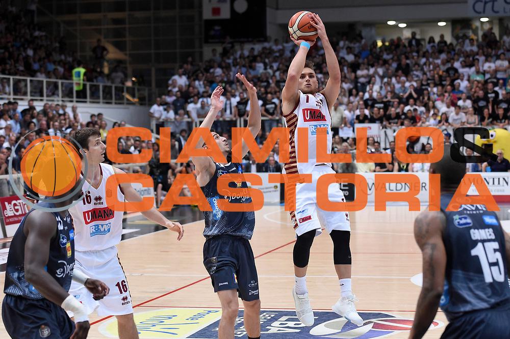 Stefano Tonut<br /> Dolomiti Energia Aquila Basket Trento - Umana Reyer Venezia<br /> Lega Basket Serie A 2016/2017<br /> Playoff, finale gara 3<br /> Trento, 14/06/2017<br /> Foto M.Ceretti / Ciamillo-Castoria