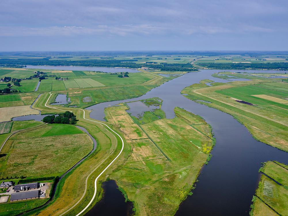"""Nederland, Overijssel, Gemeente Kampen; 21–06-2020; het Reevediep richting monding in het Revemeer (voorheen Drontermeer). Links de Noordwendigedijk, Flevoland aan de horizon.<br /> Het Reevediep is aangelegd in het kader van het project Ruimte voor de Rivier om bij hoogwater water af te voeren voordat dit het nabij gelegen Kampen bereikt, direct naar het IJsselmeer, de 'bypass Kampen'. Het Reevediepgebied is ook een natuurgebied en vormt een ecologische verbindingszone tussen rivier de IJssel en Drontermeer.<br /> Reevediep towards the mouth in the Revemeer (formerly Drontermeer). On the right the dike Slaper, on the left the Noordwendigedijk, Flevoland on the horizon.<br /> The Reevediep has been constructed as part of the Room for the River project, and functions to discharge high waters before reaching the nearby Kampen, directly to the IJsselmeer, the """"bypass Kampen"""". The Reevediep area is also a nature reserve and forms an ecological connecting zone between the river IJssel and Drontermeer.<br /> <br /> luchtfoto (toeslag op standard tarieven);<br /> aerial photo (additional fee required)<br /> copyright © 2020 foto/photo Siebe Swart"""